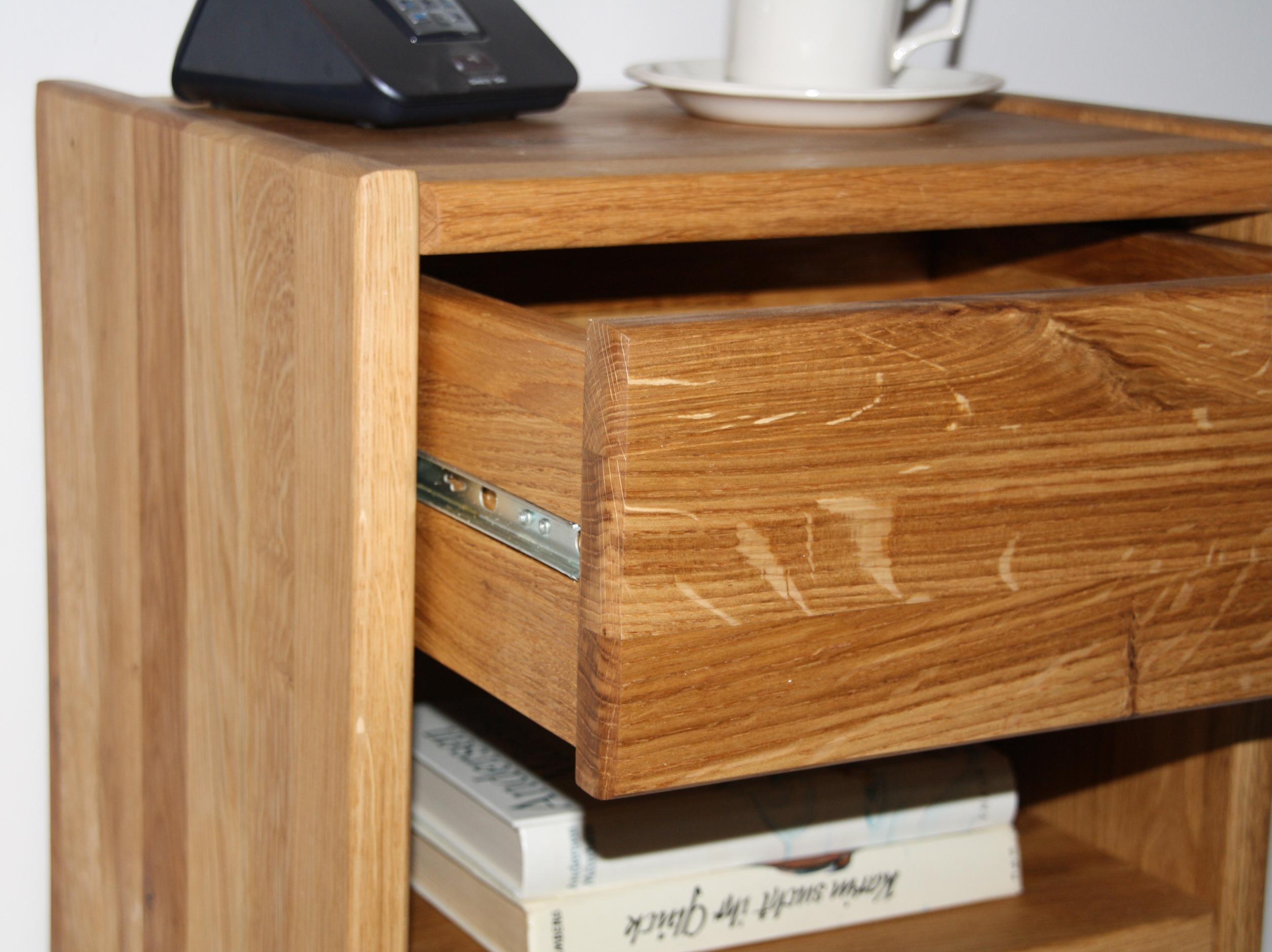 massivholz nachtkommode nachtschrank nachttisch kommode holz wildeiche massiv. Black Bedroom Furniture Sets. Home Design Ideas