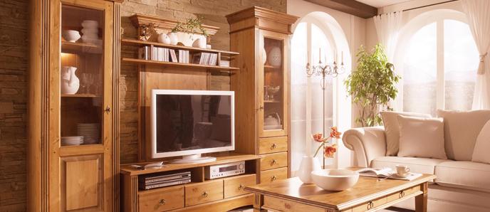 wohnambiente im wohnzimmer mit eleganten massivholzm beln. Black Bedroom Furniture Sets. Home Design Ideas